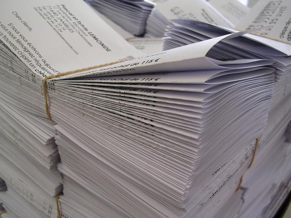 Jak wybrać firmę zajmującą się drukiem folderów reklamowych?